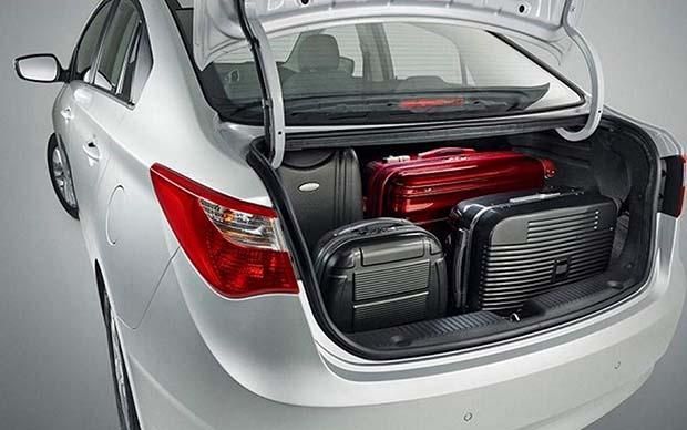 Hyundai-HB20s-sedan-2014-05