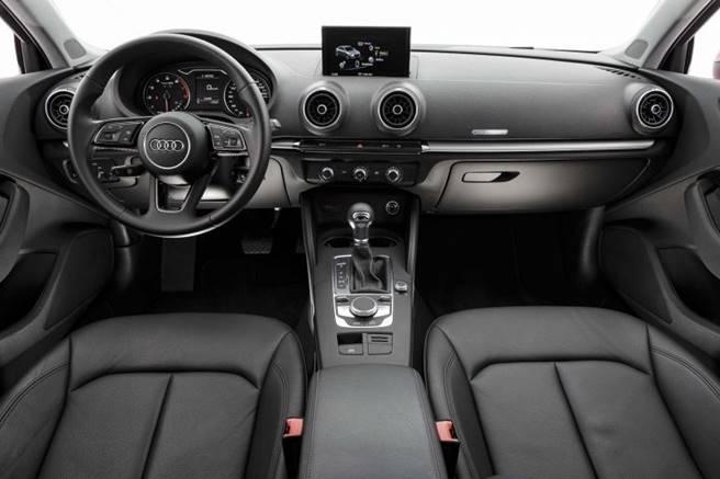 Novo Audi A3 sedan 2017 042